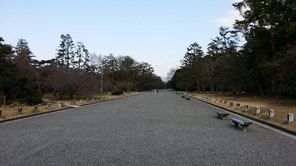 広い敷地の京都御苑