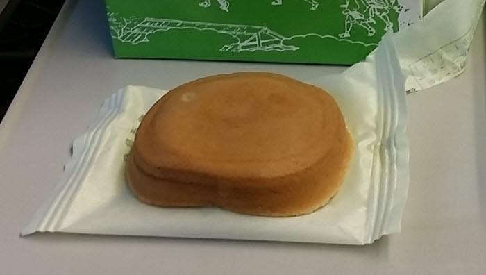 阿闍梨餅を食べる