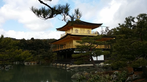 金閣寺の遠景